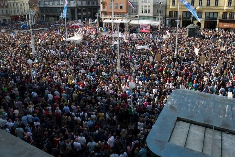 PROSVJED ZA REFORMU ŠKOLSTVA: više od 40.000 na Trgu bana Jelačića u Zagrebu