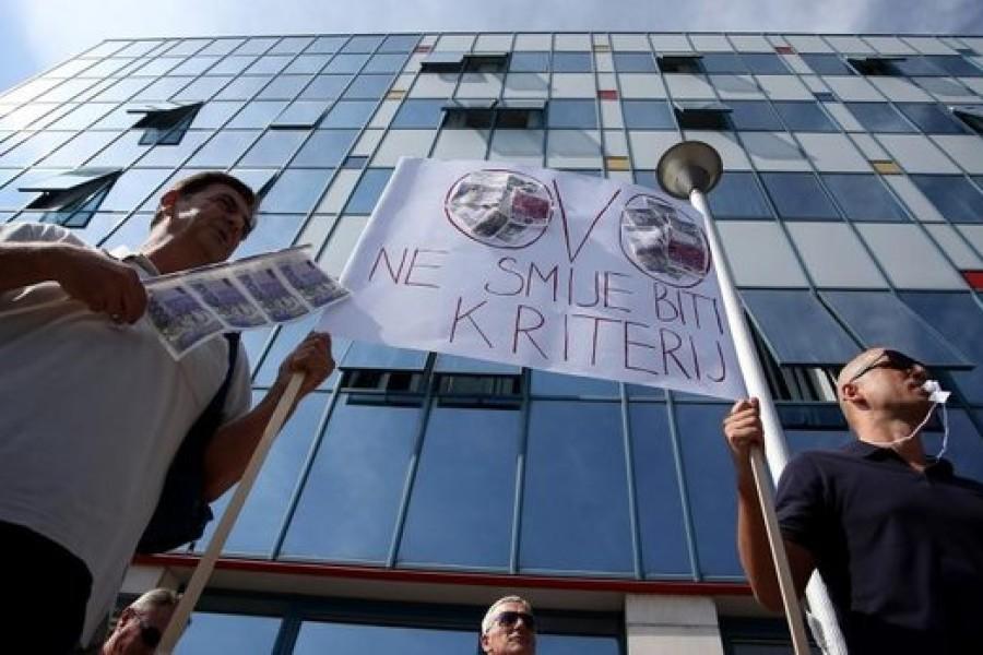 "VIDEO: Prosvjed pod nazivom ""5 do 12"" u organizaciji SHU-a održan ispred MZOS-a"
