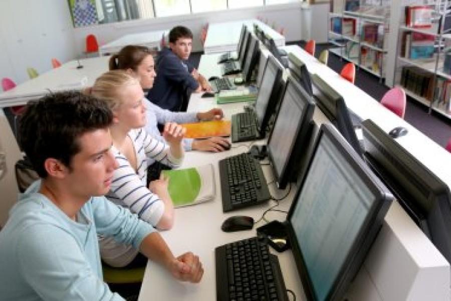 PRVI VELIKI REFORMSKI POTEZ MINISTRICE DIVJAK Već sljedeće godine informatika postaje obavezna od petog do osmog razreda