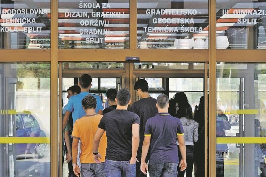 EKSPERIMENT MOŽE POČETI Ministrica poručuje da je sve spremno za reformu, ravnatelji škola negoduju: 'Kronično nam nedostaje učitelja i nastavnika'