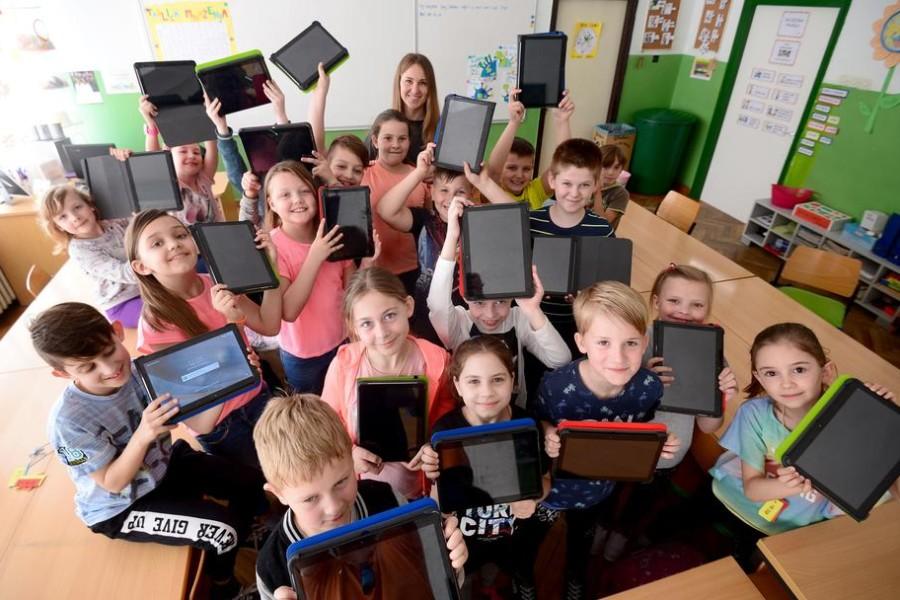 Nejednaki: Udžbenici trebaju biti besplatni za sve učenike!