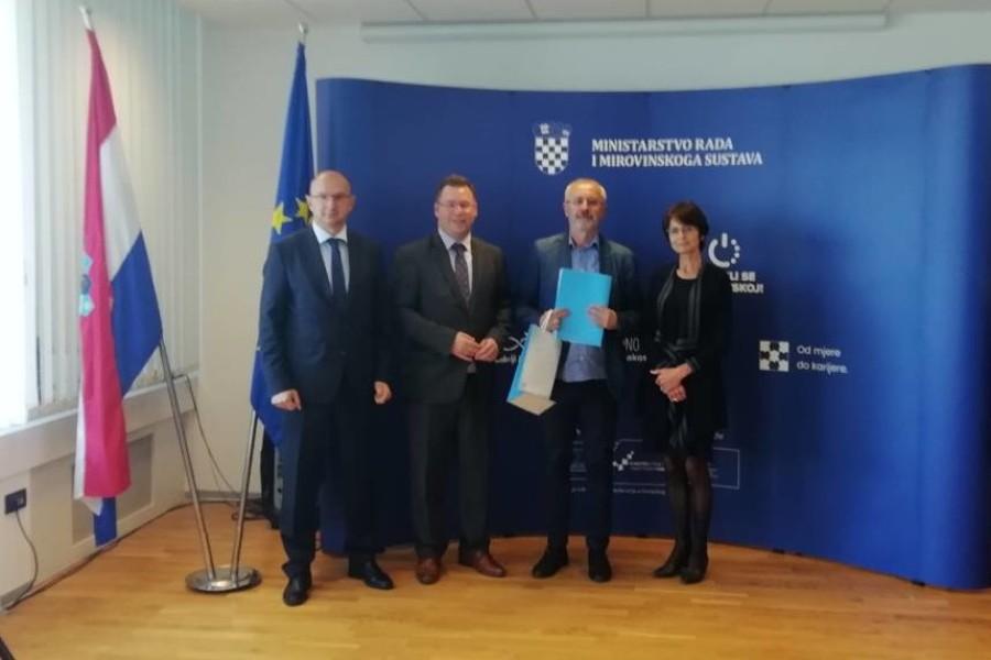 """Potpisan ugovor EU-projekta """"ZNANJEM DO PRAVA""""!"""